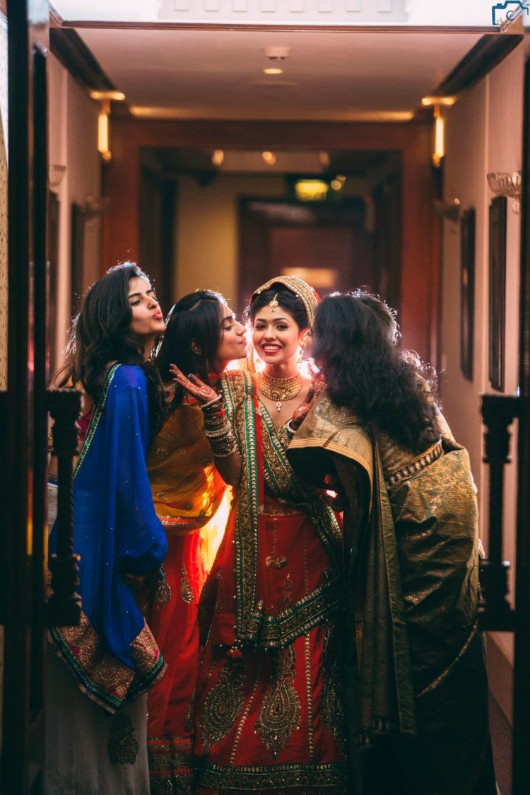 Bride with her maids by ULike Fotographia Wedding-photography   Weddings Photos & Ideas