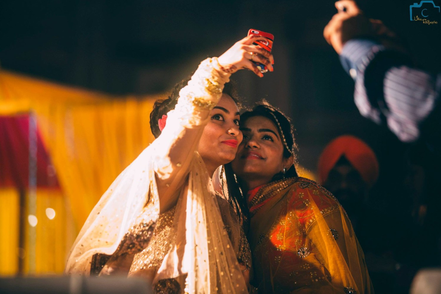 Wedding demands a perfect selfie by ULike Fotographia Wedding-photography | Weddings Photos & Ideas
