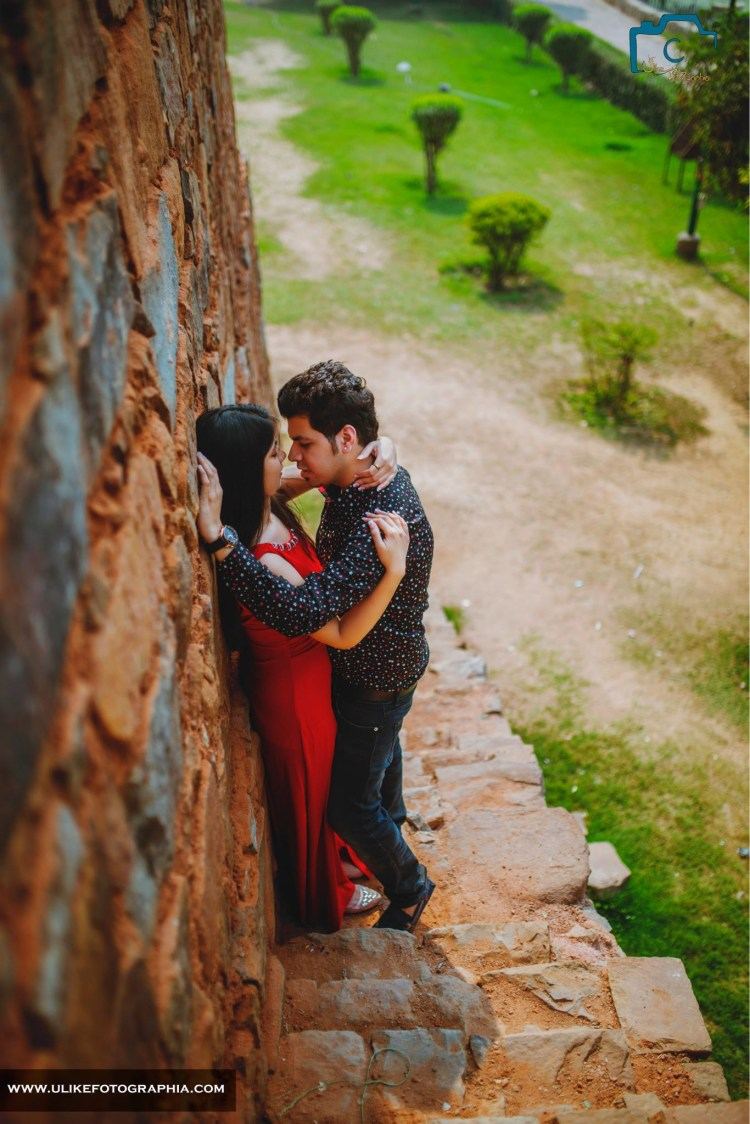And the couple caught romancing by ULike Fotographia Wedding-photography   Weddings Photos & Ideas