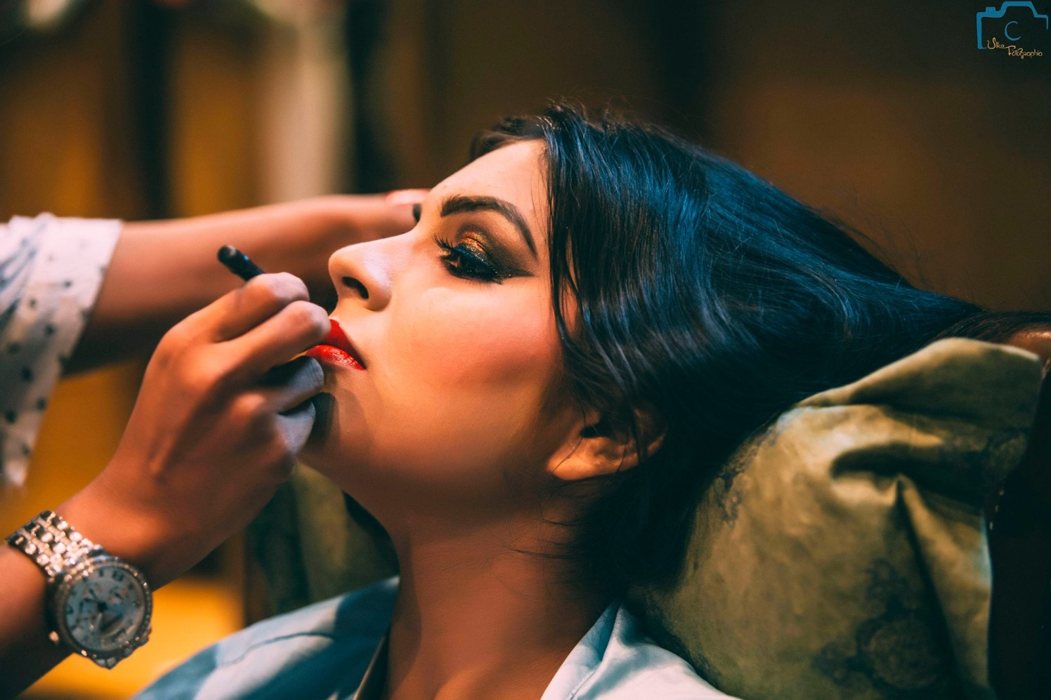 Getting ready to get her perfect look by ULike Fotographia Wedding-photography | Weddings Photos & Ideas