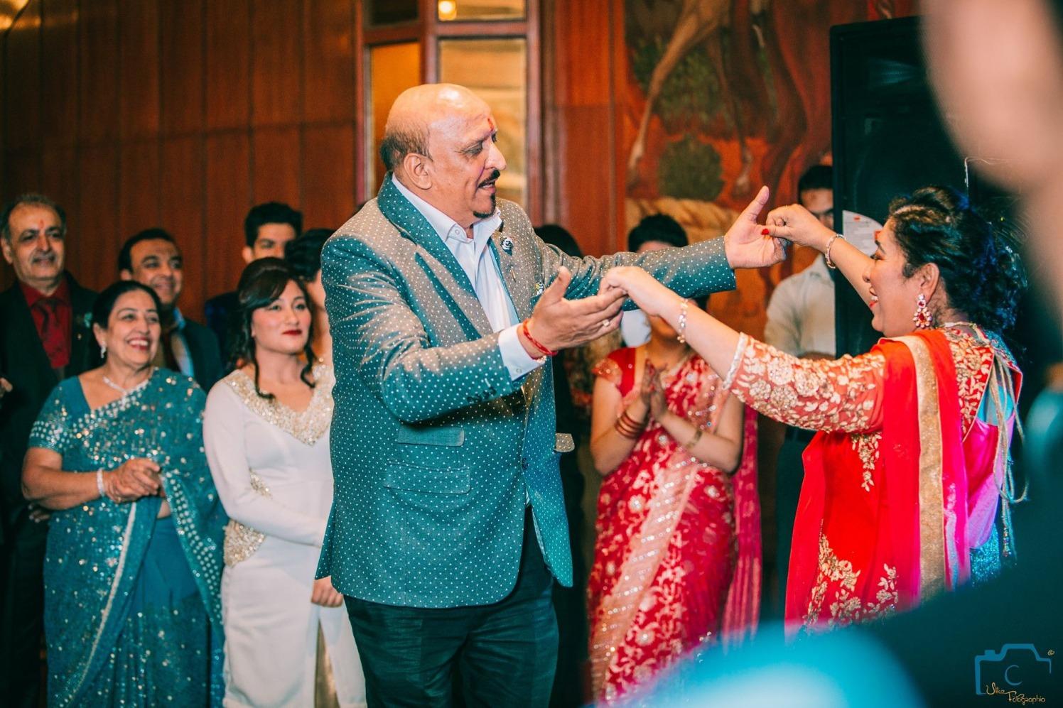 Joyful relatives by ULike Fotographia Wedding-photography   Weddings Photos & Ideas