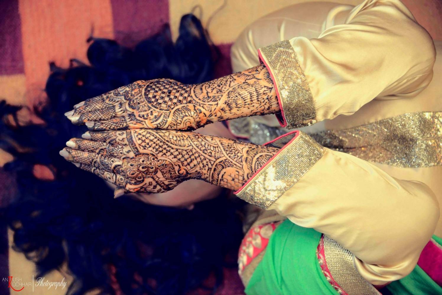 Fun Mehendi Pose by AKfotography Wedding-photography Bridal-mehendi | Weddings Photos & Ideas