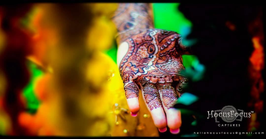 Beautiful Henna by HOCUS FOCUS PHOTOGRAPHY  Wedding-photography Bridal-mehendi | Weddings Photos & Ideas