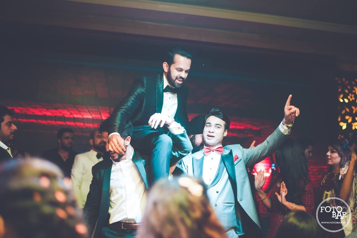 Making an entrance with style by Fotobar Wedding-photography | Weddings Photos & Ideas