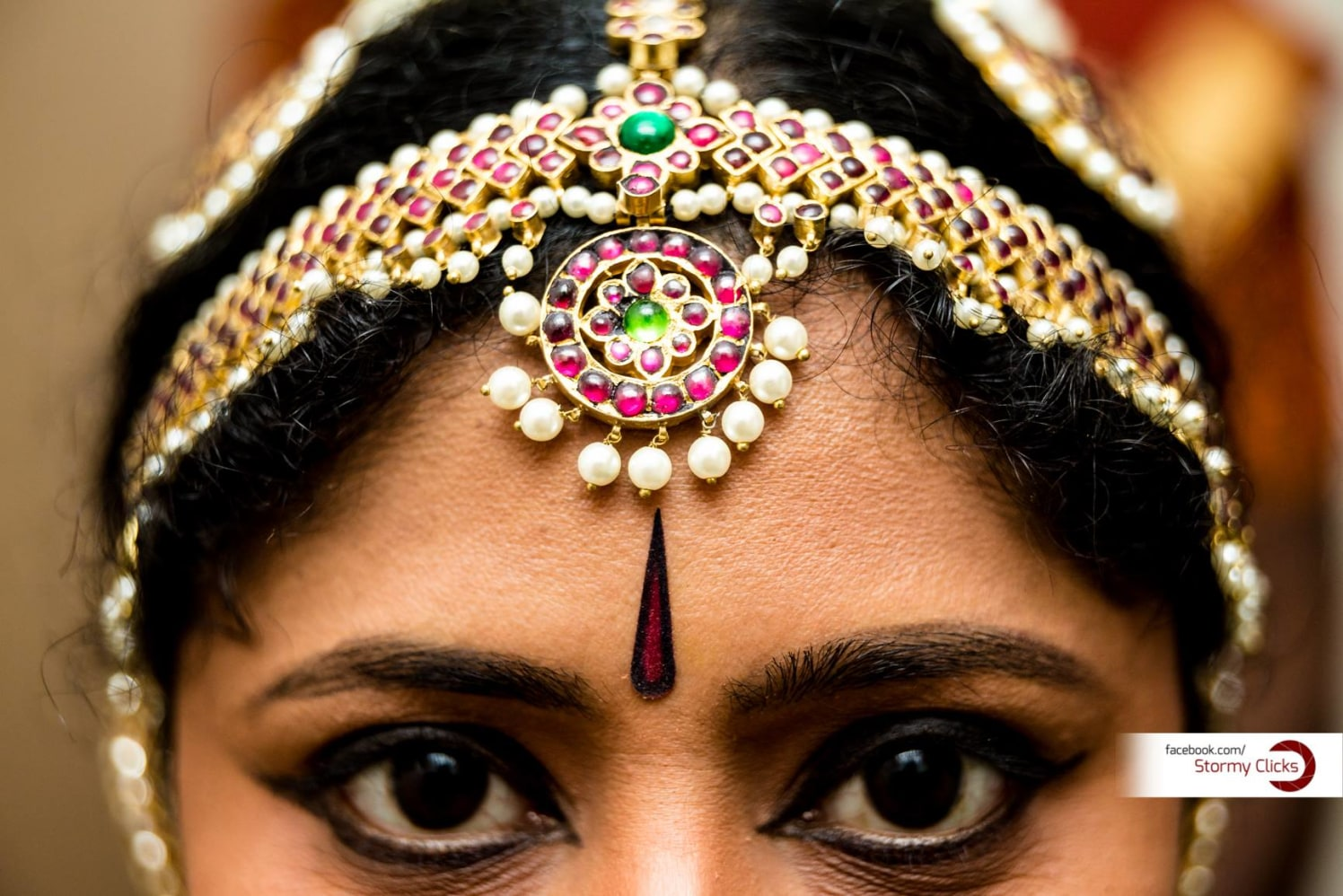 Pink Gem MangTikka With  Colossal Eyes by Deepak Subramanian Wedding-photography Bridal-jewellery-and-accessories | Weddings Photos & Ideas