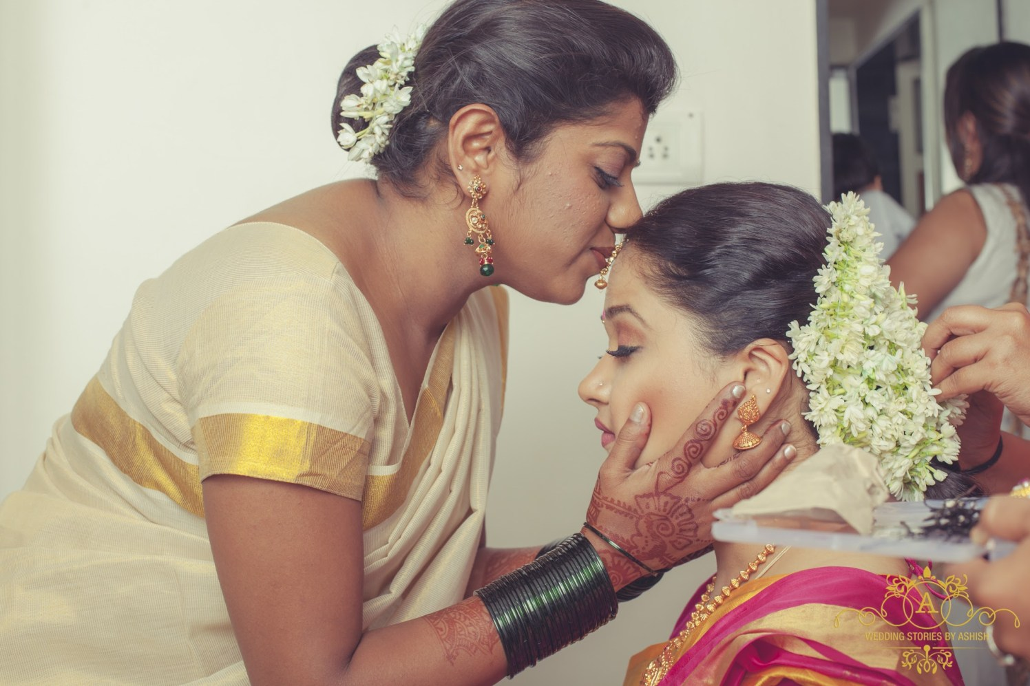 Maternal Side Loving by Ashish Vengurlekar Wedding-photography | Weddings Photos & Ideas