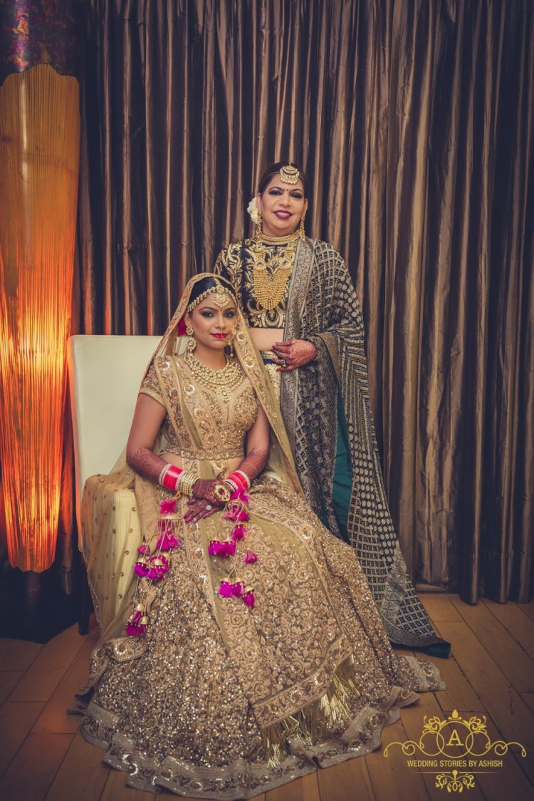 Mother Posing With Daughter by Ashish Vengurlekar Wedding-photography Wedding-dresses | Weddings Photos & Ideas