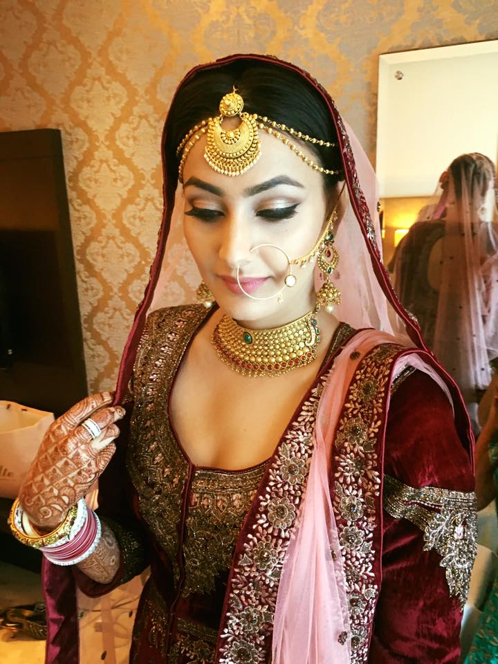 Bride Wearing Choker Necklace With Traditional Gold Matha Patti For Wedding Day by Hitesh suneja Bridal-makeup | Weddings Photos & Ideas