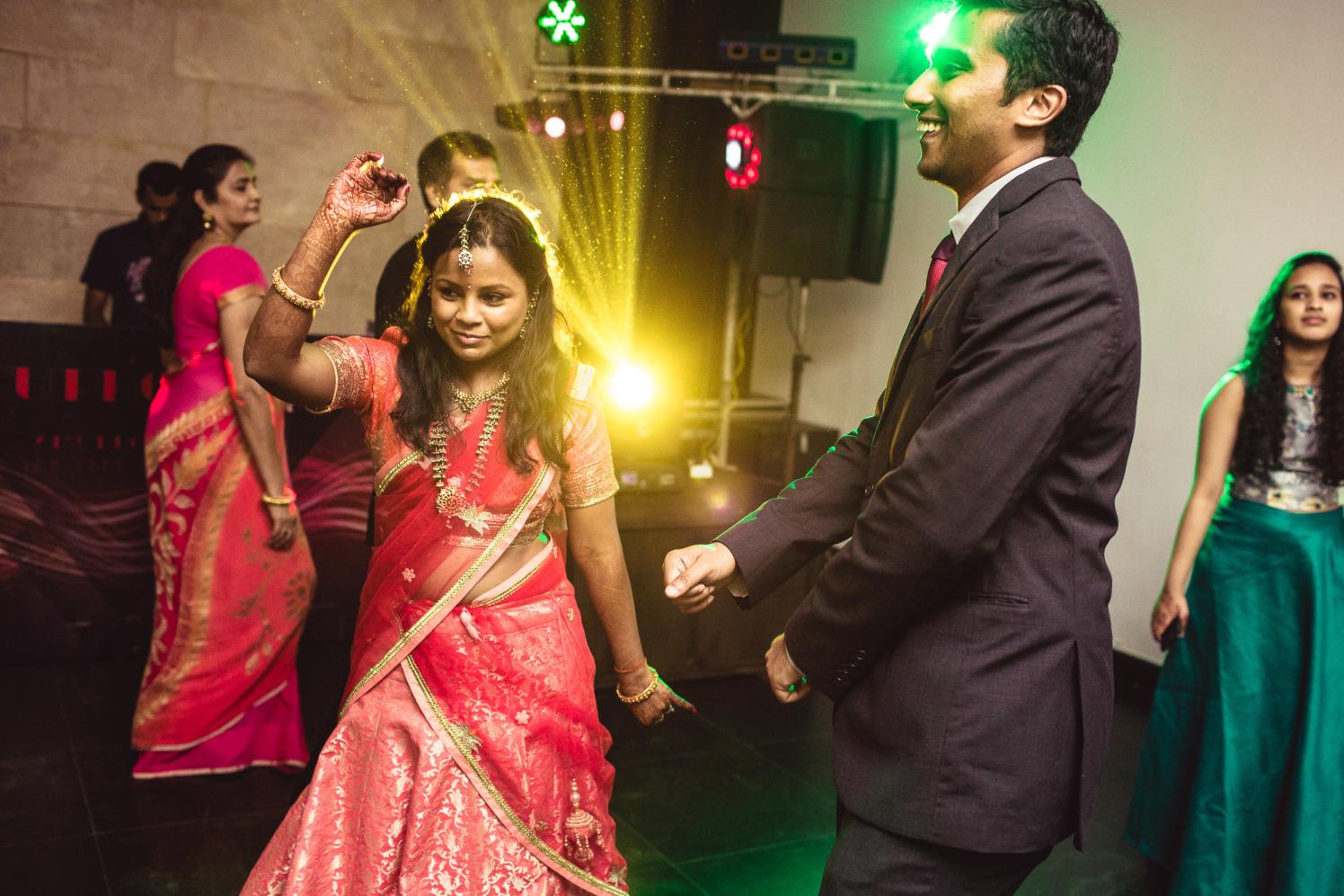 Just shake it! by Manas Saran Photography Wedding-photography   Weddings Photos & Ideas