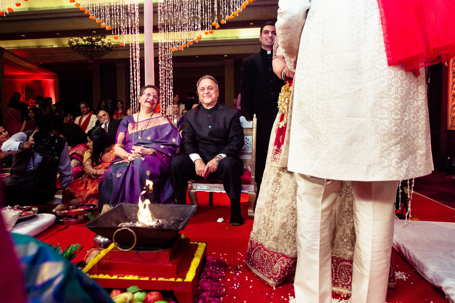 The family traditions! by Manas Saran Photography Wedding-photography   Weddings Photos & Ideas