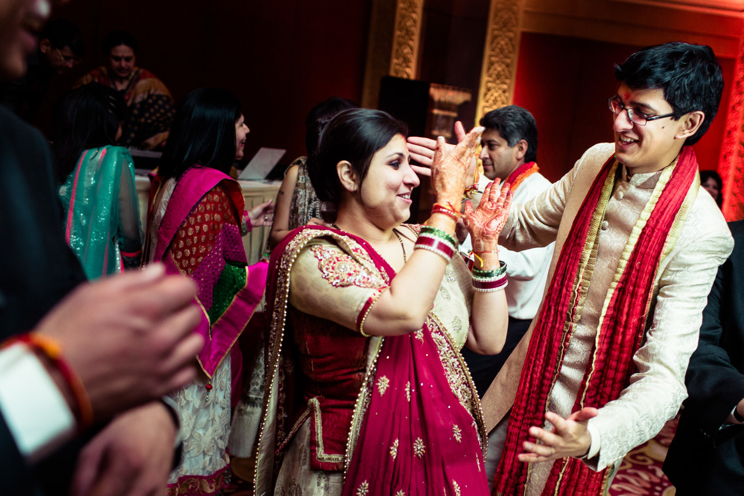 The groom and bride shake a leg! by Manas Saran Photography Wedding-photography | Weddings Photos & Ideas