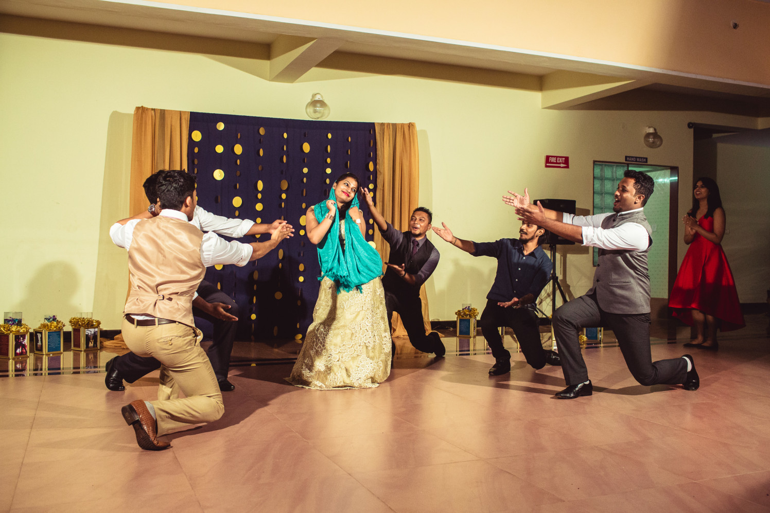 Just hustle! by Manas Saran Photography Wedding-photography | Weddings Photos & Ideas