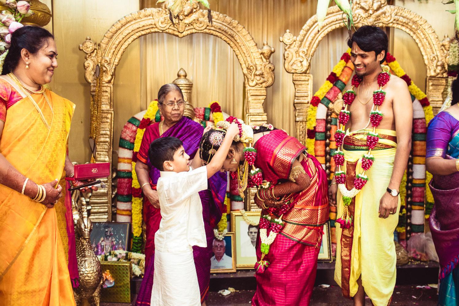 The welcoming garland! by Manas Saran Photography Wedding-photography | Weddings Photos & Ideas