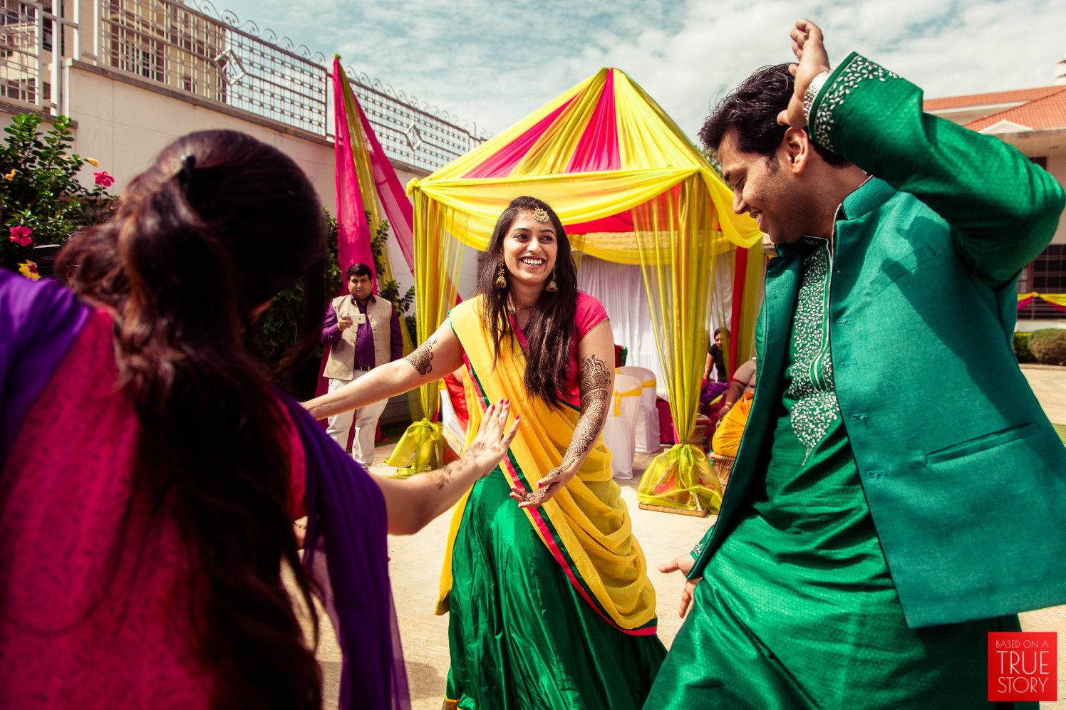 Lets shake a leg! by Manas Saran Photography Wedding-photography | Weddings Photos & Ideas