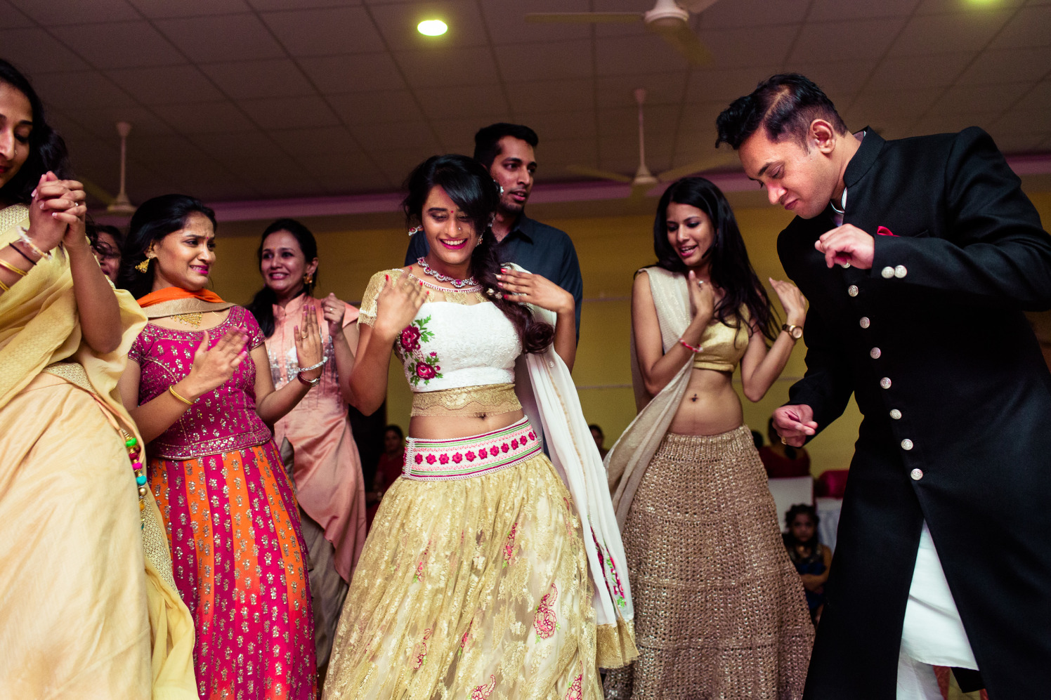 The couplet goes dancing! by Manas Saran Photography Wedding-photography | Weddings Photos & Ideas