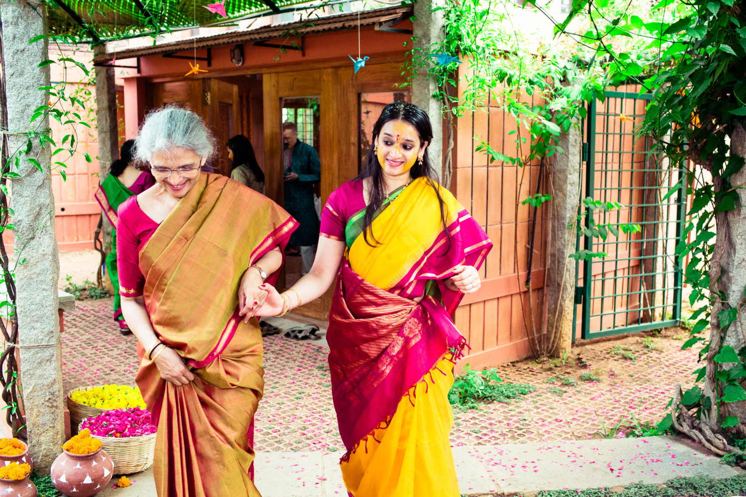 Mother and the bride! by Manas Saran Photography Wedding-photography | Weddings Photos & Ideas