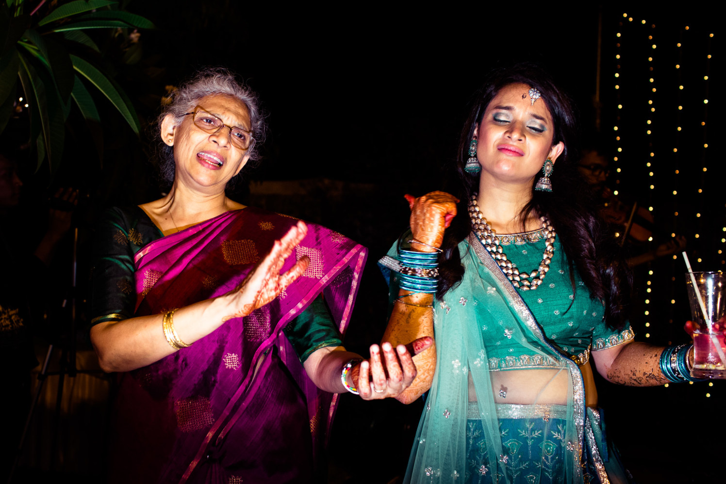 When your mother shakes a leg! by Manas Saran Photography Wedding-photography | Weddings Photos & Ideas