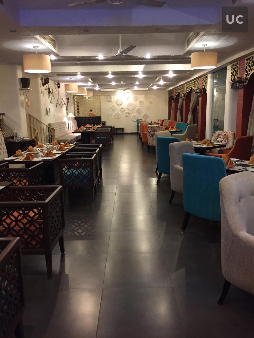 Formal retro style restaurant by Designwise Interiors Modern | Interior Design Photos & Ideas
