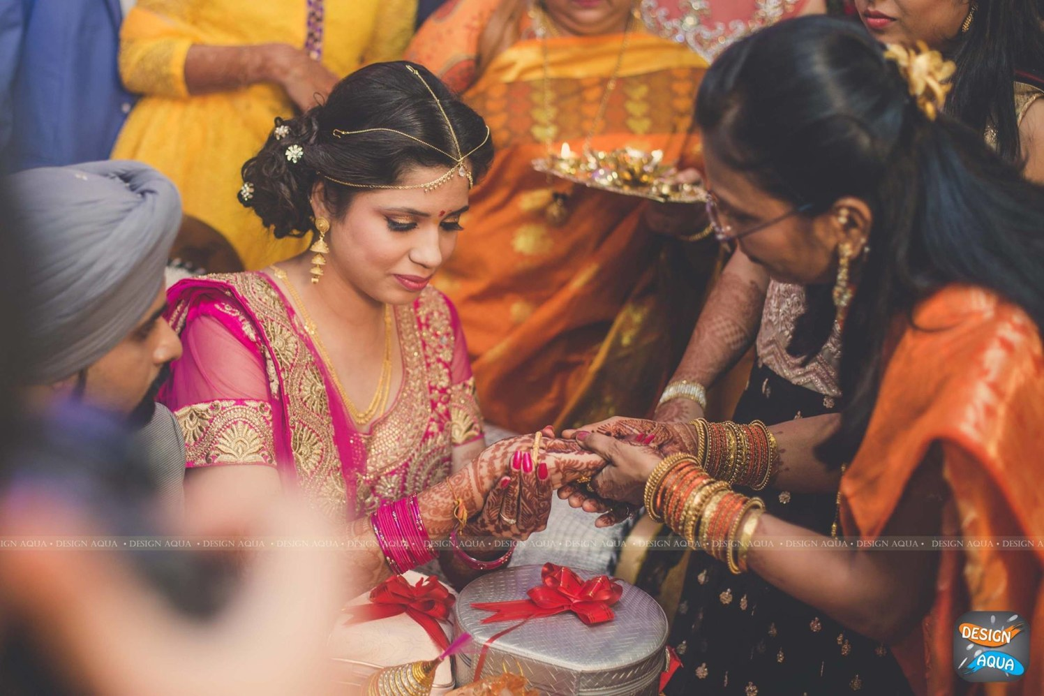 Delicate Gold Matha Patti Worn By the Bride by Priyanka Kamboj Wedding-photography Bridal-jewellery-and-accessories   Weddings Photos & Ideas