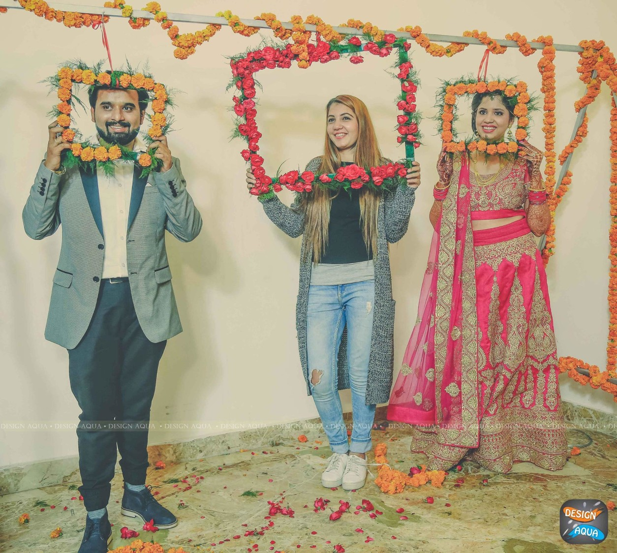 Trendy Floral Photobooths For the Reception Day by Priyanka Kamboj Wedding-photography Groom-wear-and-accessories Wedding-dresses Wedding-decor | Weddings Photos & Ideas