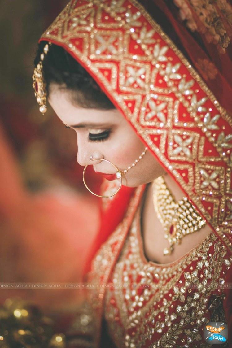 Shimmering Gold Eye Makeup Worn By the Bride by Priyanka Kamboj Wedding-photography Bridal-makeup | Weddings Photos & Ideas