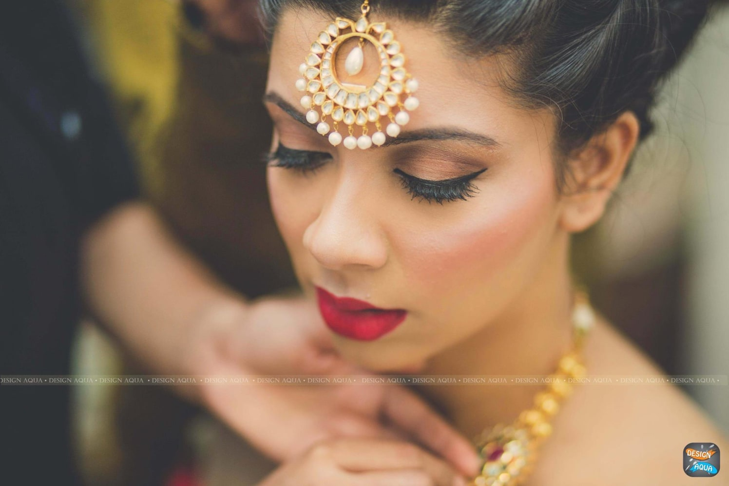 Stunning Subtle Bronze Eye Makeup by Priyanka Kamboj Wedding-photography Bridal-jewellery-and-accessories Bridal-makeup | Weddings Photos & Ideas