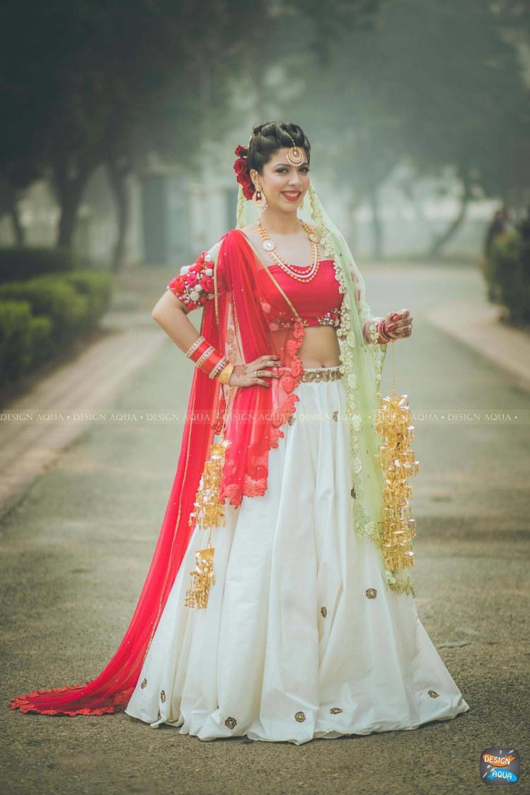 Enthralling Glimpse Of The Bride by Design Aqua  Wedding-photography Wedding-dresses   Weddings Photos & Ideas