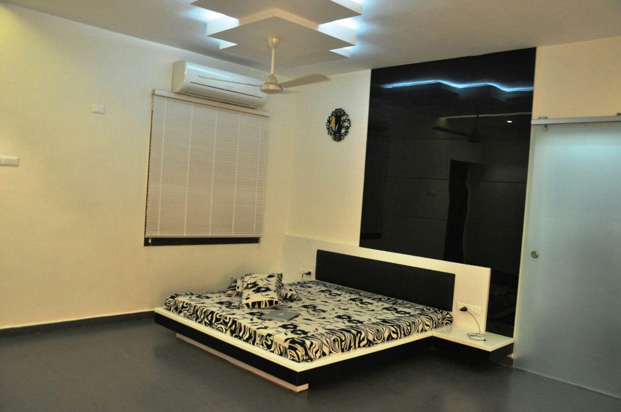 Bedroom with marble flooring and false ceiling by Hemangi Chaudhari-pawar  Modern | Interior Design Photos & Ideas