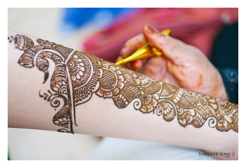 Eye-Catching Floral Mehendi For Bride by Navdeep Soni Wedding-photography Bridal-mehendi | Weddings Photos & Ideas