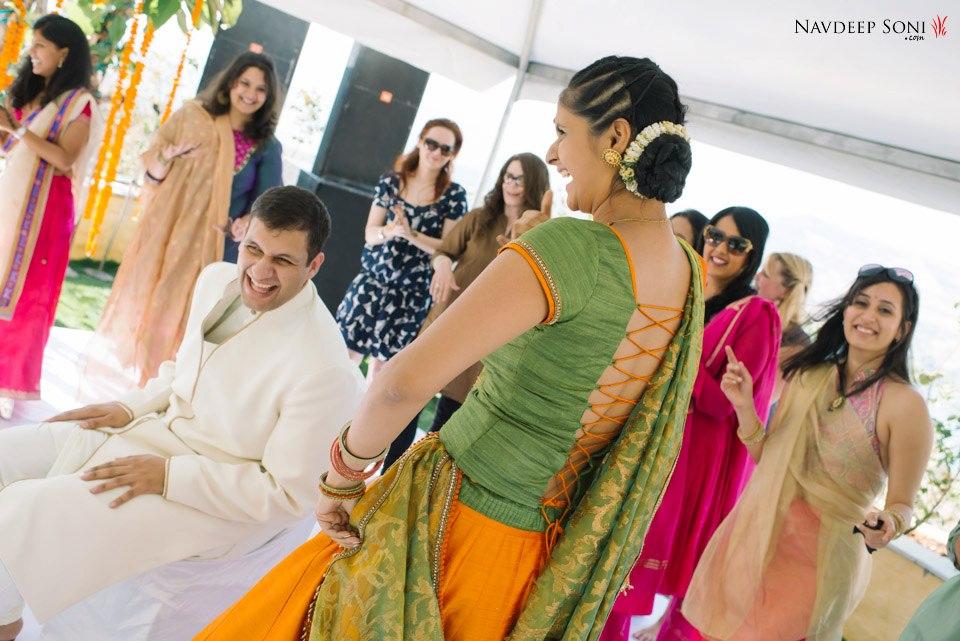 Indian bride dancing by Navdeep Soni Photography Wedding-photography | Weddings Photos & Ideas