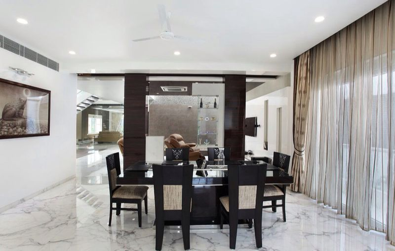Dining room with black glossy dining table by R. Gautam Jain Dining-room Modern | Interior Design Photos & Ideas