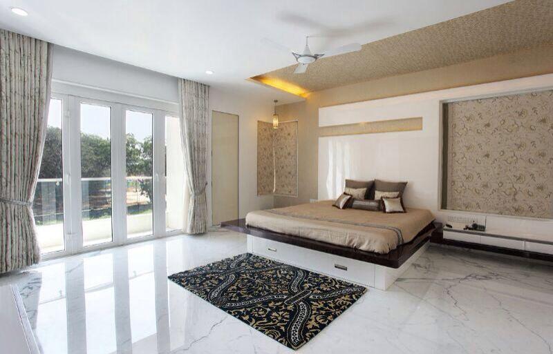 Spacious Bedroom With Beautiful Floor Mat by R. Gautam Jain Bedroom Modern | Interior Design Photos & Ideas