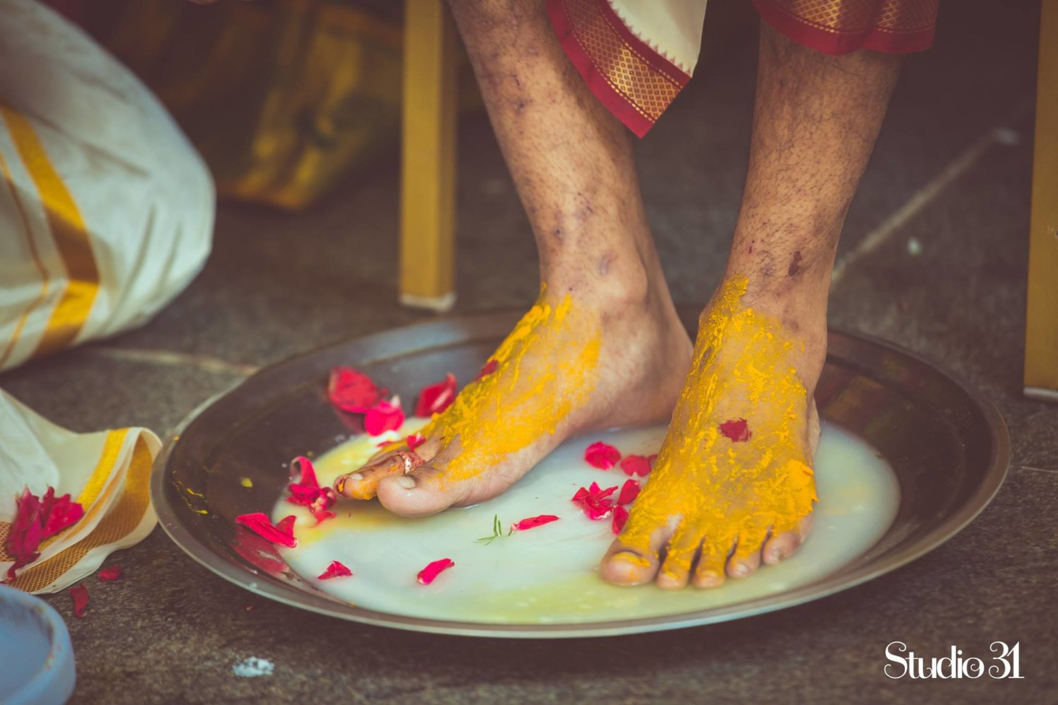 Performing rituals by Studio 31 by Pranesh Photography Wedding-photography | Weddings Photos & Ideas