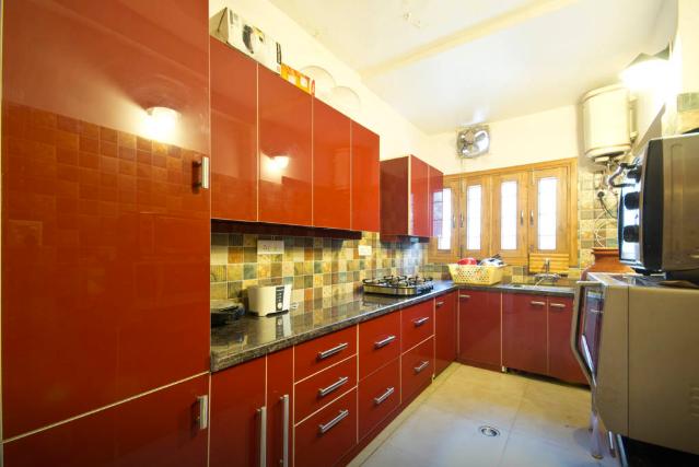 Modular Kitchen by Aastha Wadhwa Design Studio Modular-kitchen Modern | Interior Design Photos & Ideas