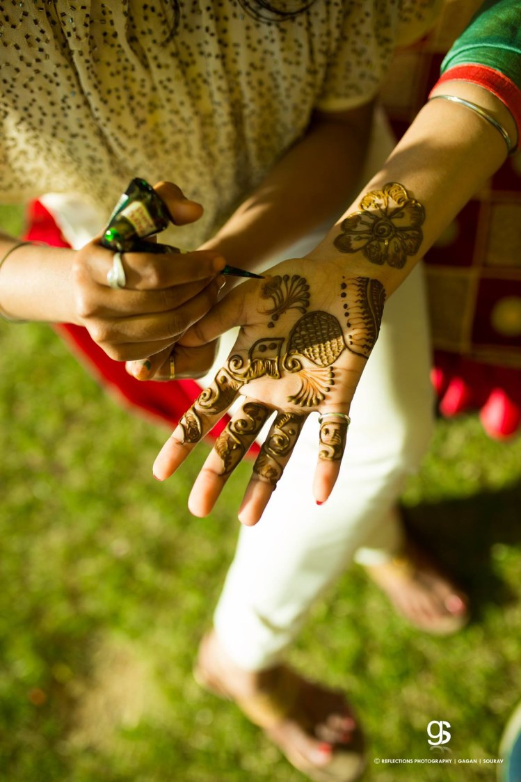 The Curvy Floral Mehendi Design by Reflections Photography Wedding-photography | Weddings Photos & Ideas