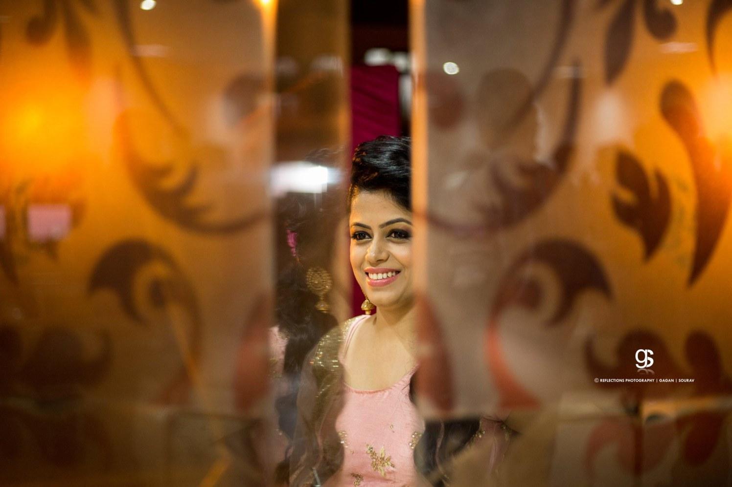Beautiful Light and Natural Makeup Worn By The Bride by Sourav Samanta Wedding-photography Bridal-makeup | Weddings Photos & Ideas