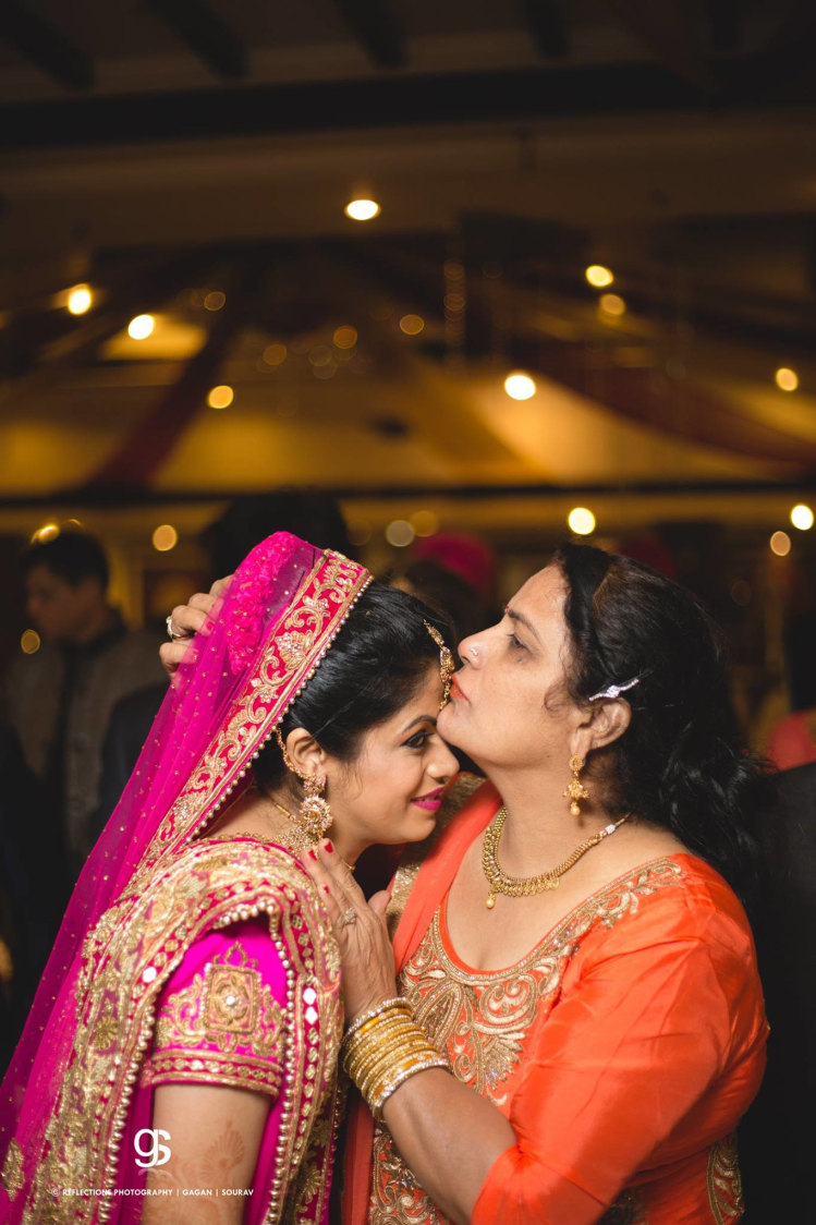 Candid Click of Bride and Mother of the Bride by Sourav Samanta Wedding-photography | Weddings Photos & Ideas