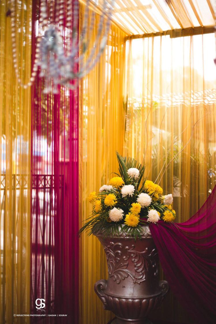 Oversized Brass Flower Vase With Pretty Flowers by Sourav Samanta Wedding-photography Wedding-decor | Weddings Photos & Ideas