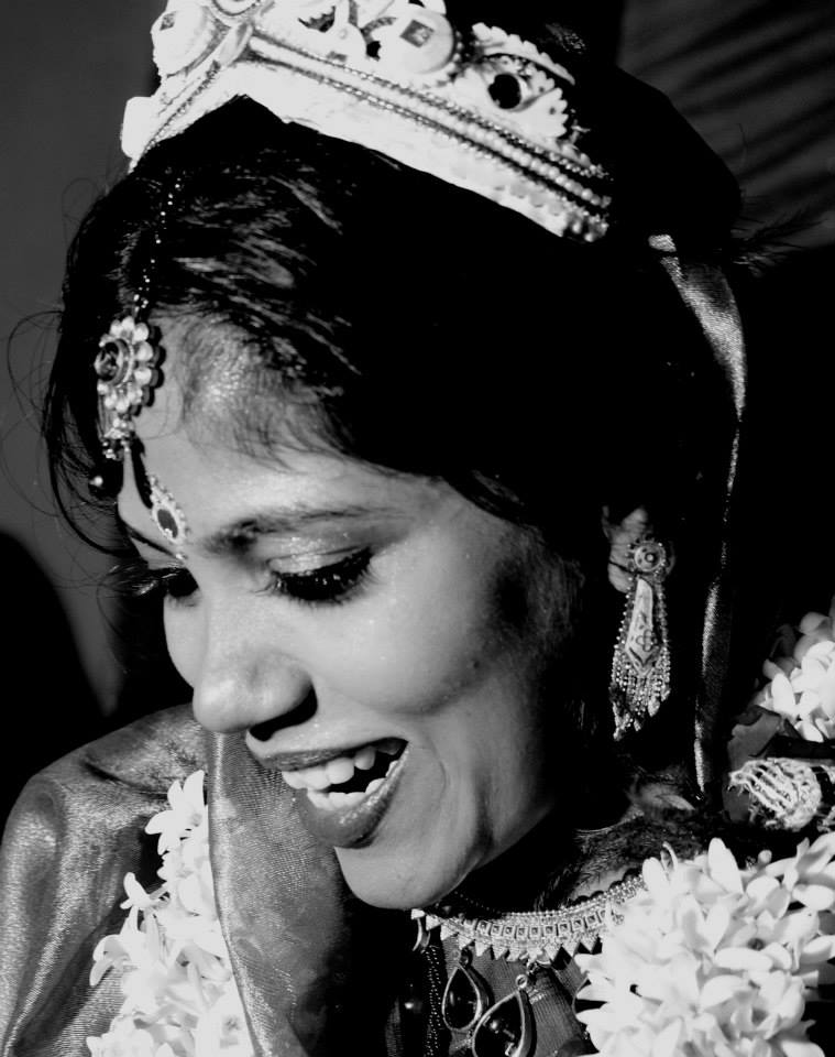 Pretty bengali bride by HSM Photography  Wedding-photography Bridal-jewellery-and-accessories | Weddings Photos & Ideas