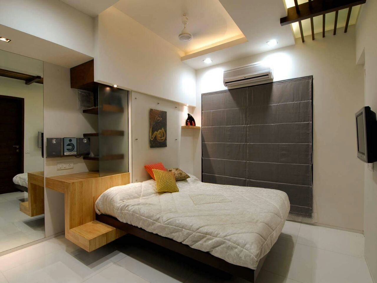 Pale Shade Interior In Bedroom With Wooden Furnishing by DD Jour Bedroom Modern   Interior Design Photos & Ideas