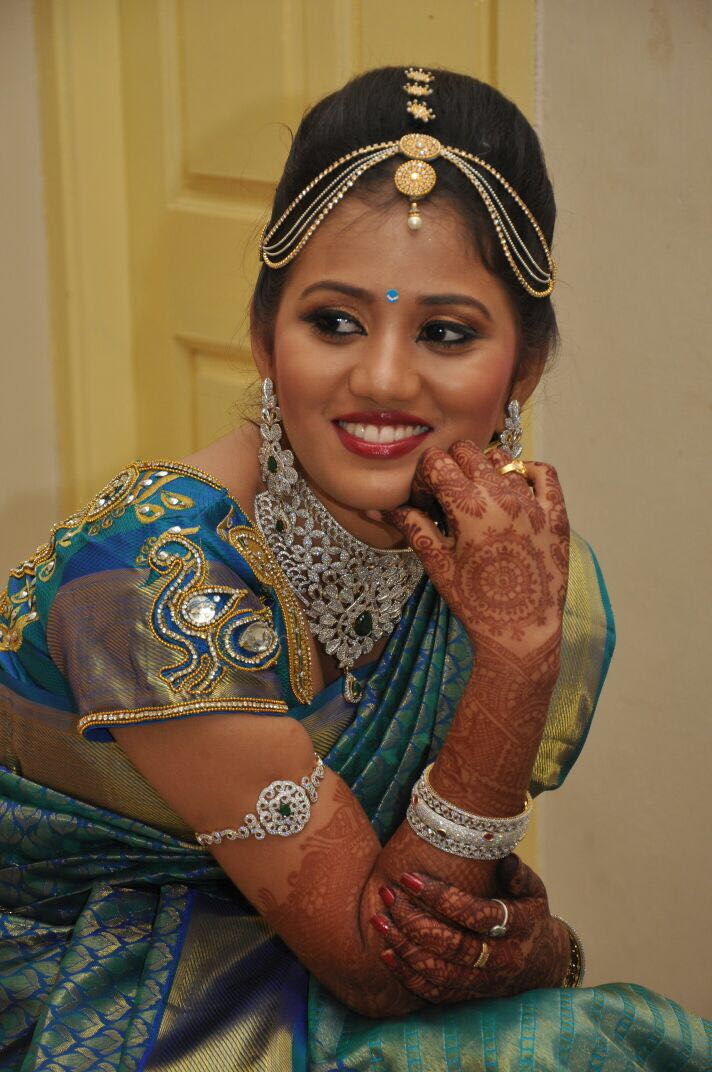 Smashing gaze of bride by Dhruti Raichura Bridal-makeup | Weddings Photos & Ideas
