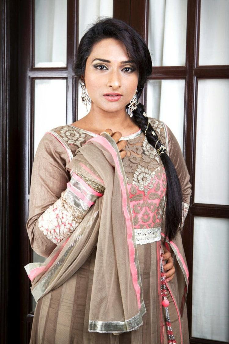 Beauteous bridal rouge by Dhruti Raichura Bridal-makeup | Weddings Photos & Ideas