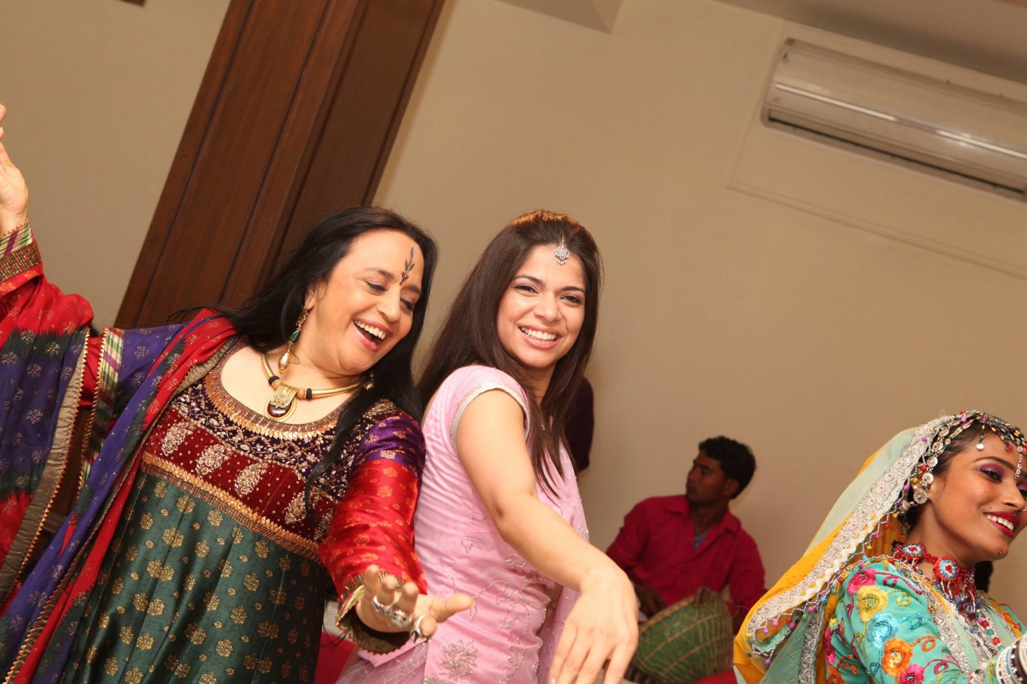 Happy people are the best ones by Ashiva Creative Photography Wedding-photography | Weddings Photos & Ideas