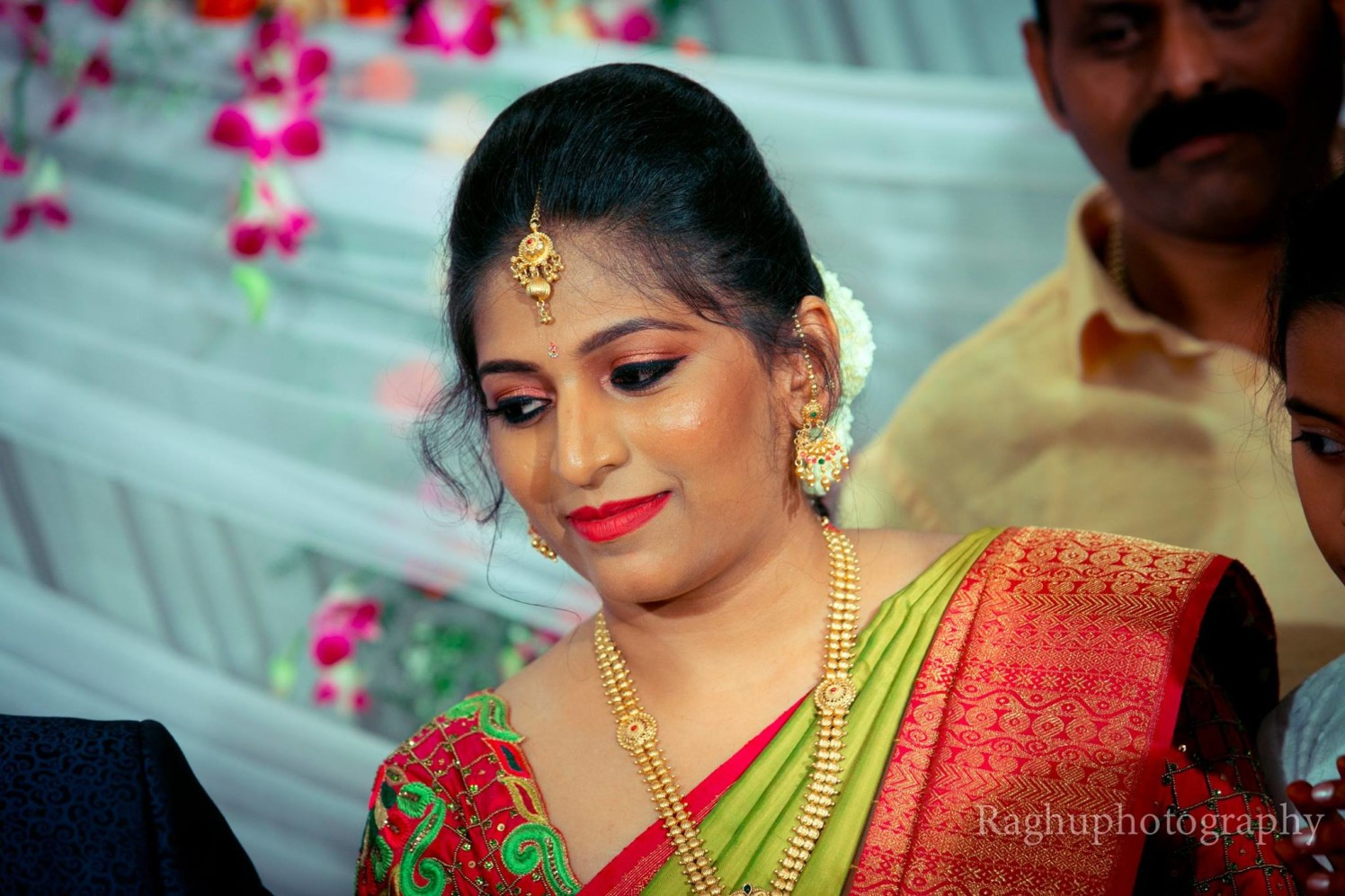 Bride-To-Be Wearing Simple Gold Jewellery by Raghu Raj Bridal-makeup Bridal-jewellery-and-accessories | Weddings Photos & Ideas