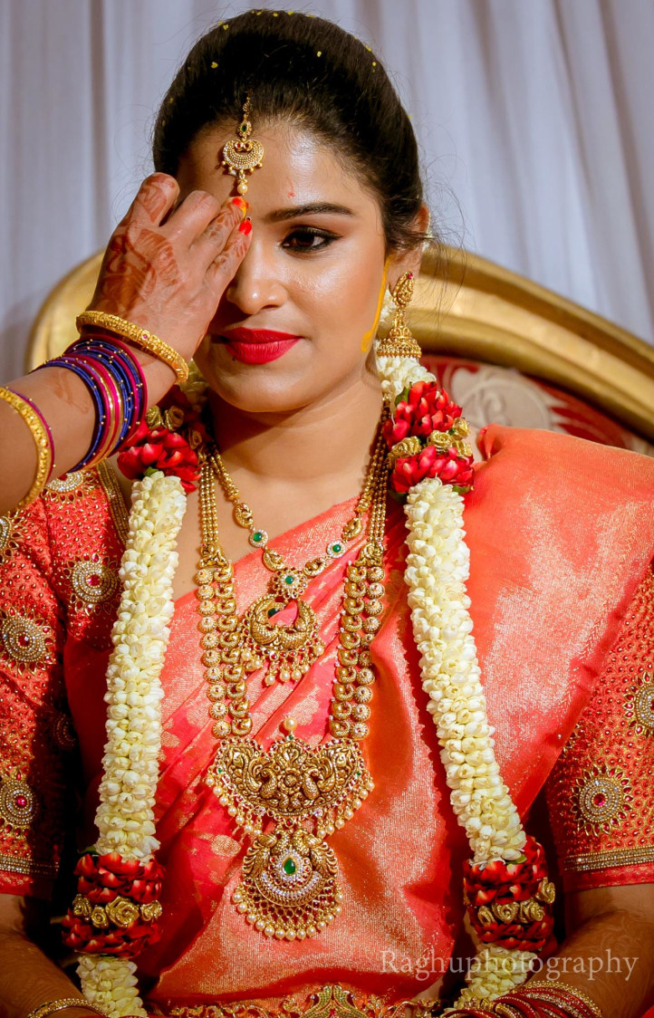Bride Wearing Stunning South Indian Jewellery by Raghu Raj Bridal-makeup Bridal-jewellery-and-accessories | Weddings Photos & Ideas