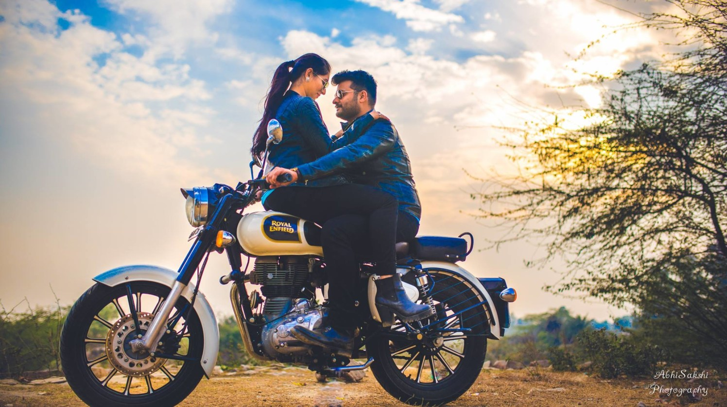 Quirky Pose by the Couple by AbhiSakshi Photography Wedding-photography | Weddings Photos & Ideas