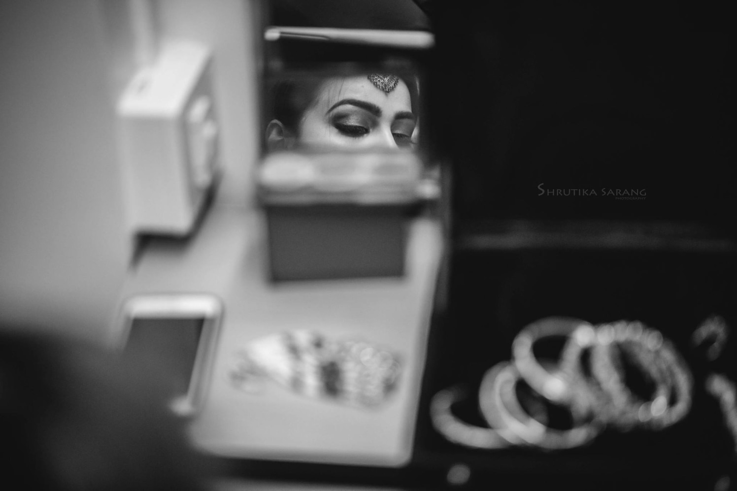 Gearing up for the day by Shrutika Sarang Photography Wedding-photography | Weddings Photos & Ideas