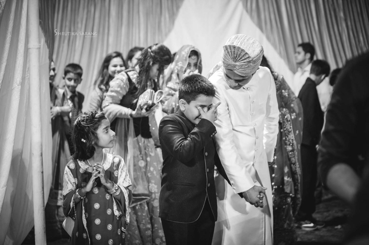 Wedding guests by Shrutika Sarang Photography Wedding-photography | Weddings Photos & Ideas