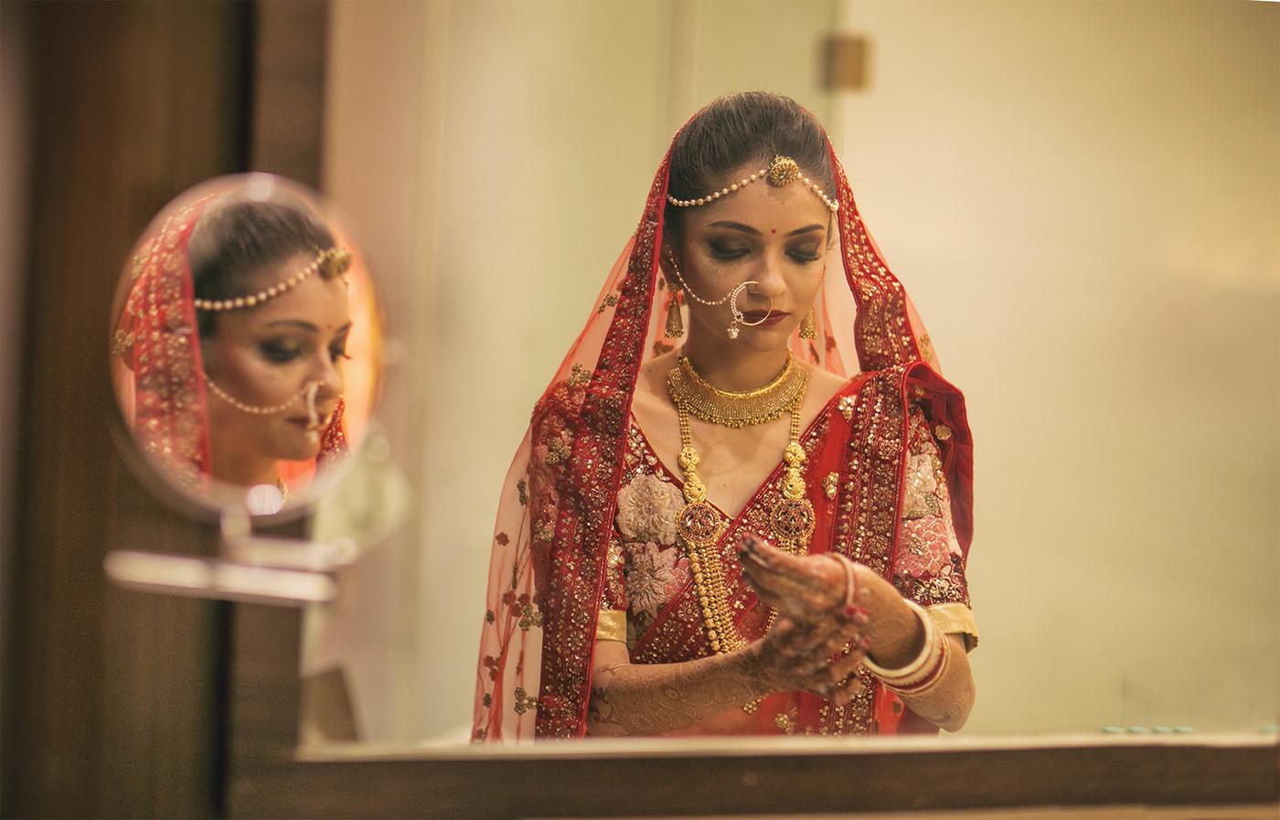 Bride Wearing Regal Gold Jewellery by Niranjan Patwardhan Bridal-jewellery-and-accessories | Weddings Photos & Ideas