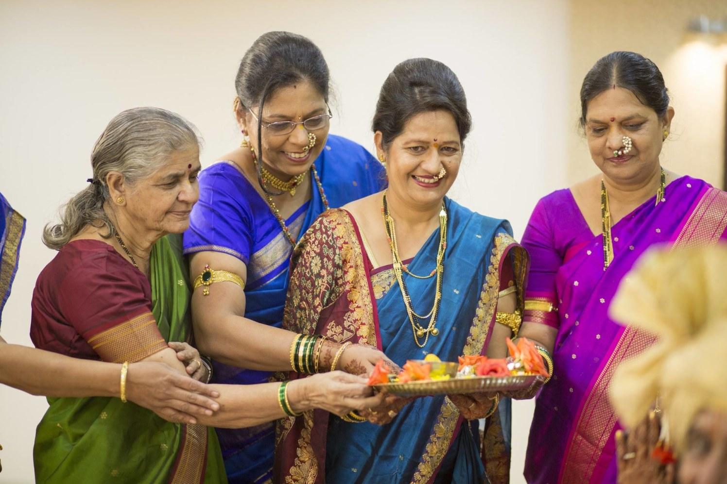 Gracious marathi ladies by Cuttlefish Photography Wedding-photography | Weddings Photos & Ideas